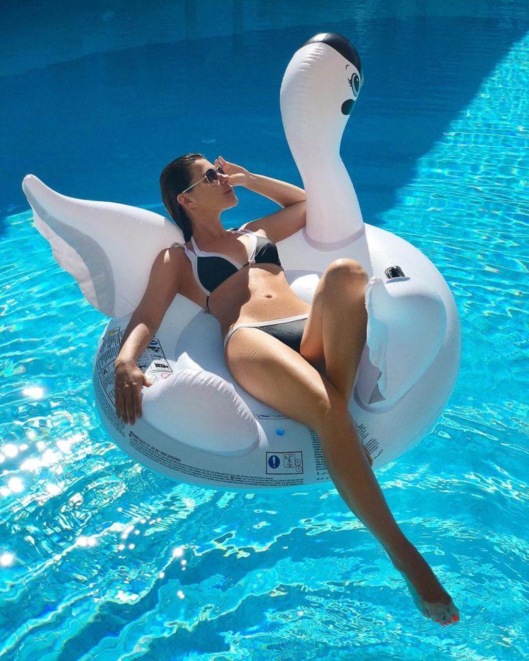 Екатерина Валерьевна Волкова в бассейне