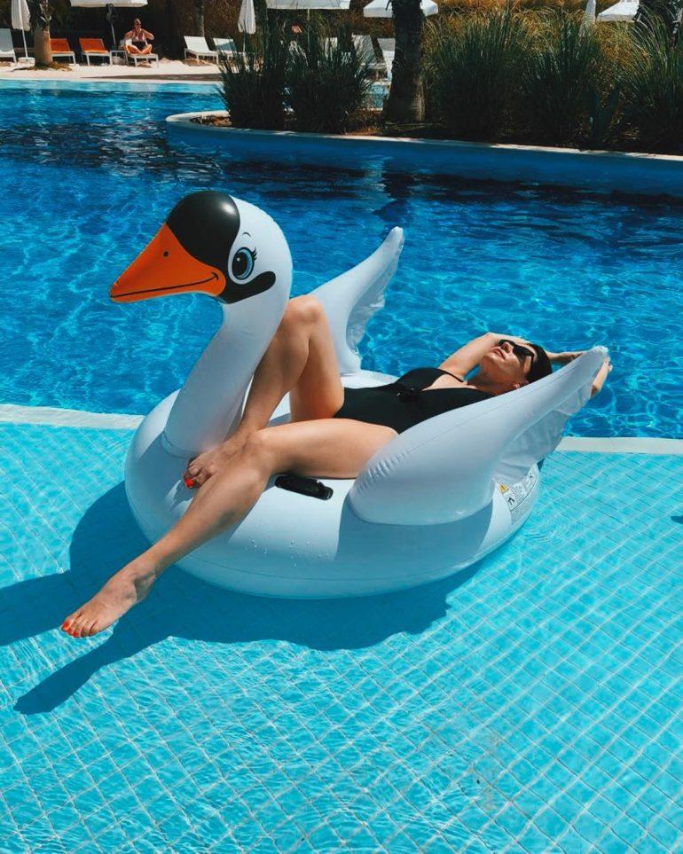 Екатерина Волкова в бассейне