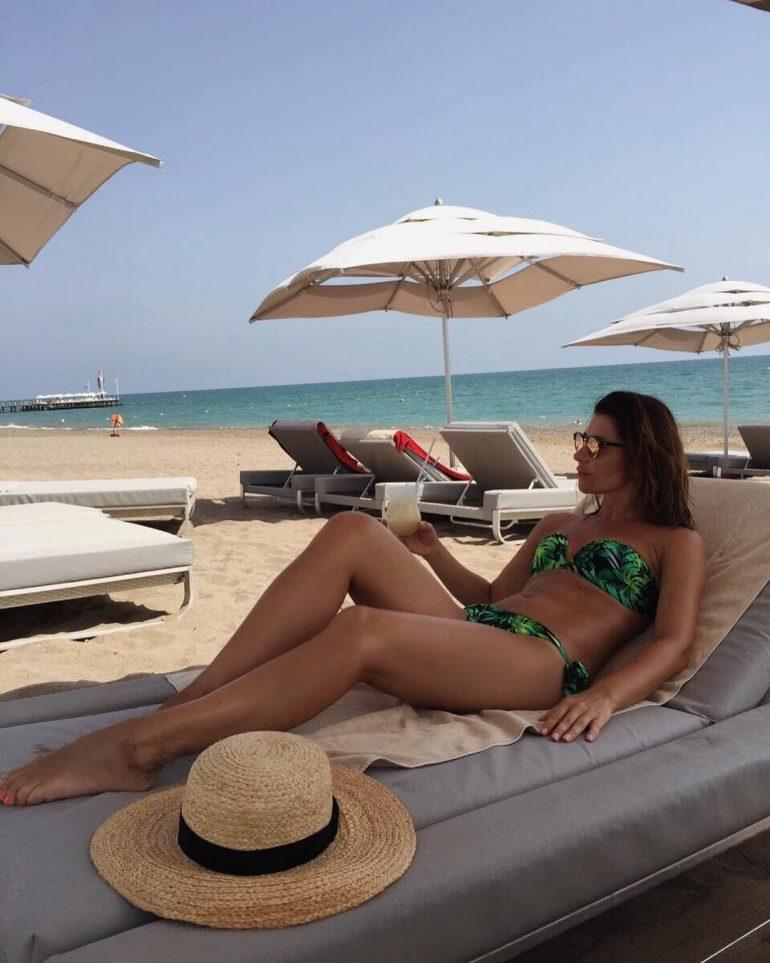 Екатерина Волкова кайфует на пляже