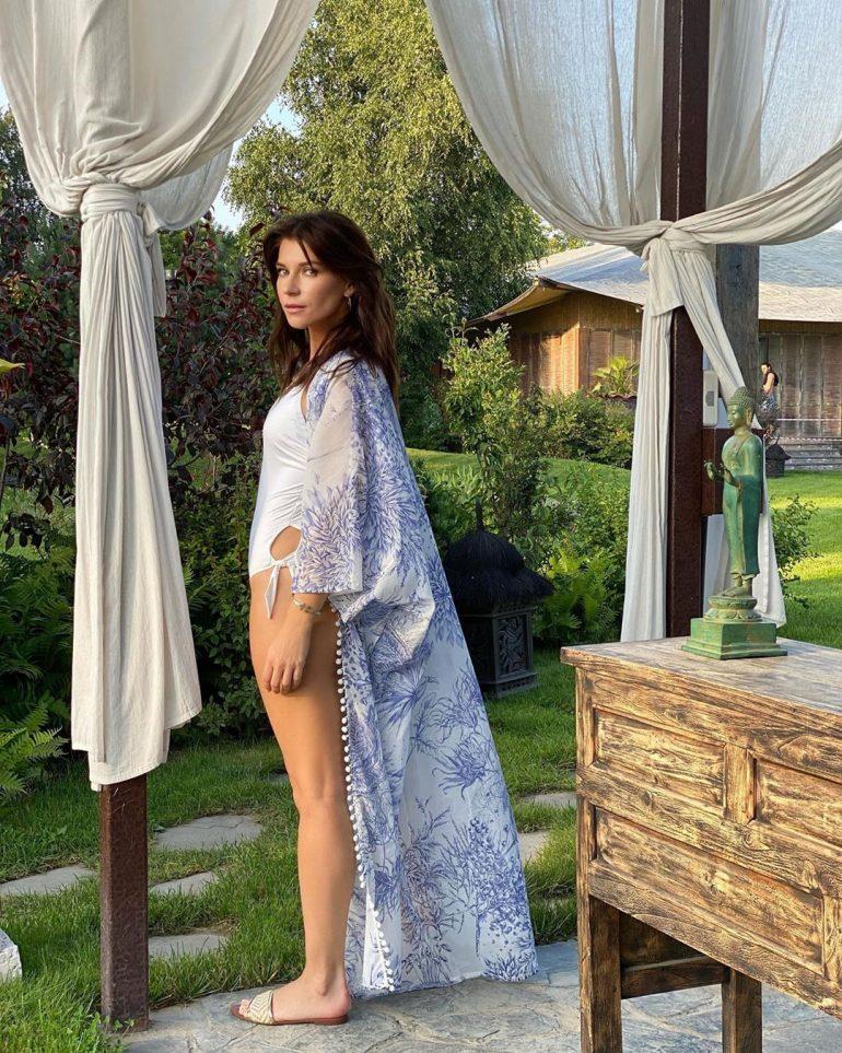 Екатерина Волкова сексуальная в халате