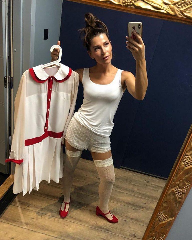 Екатерина Волкова фотографирует себя в зеркале