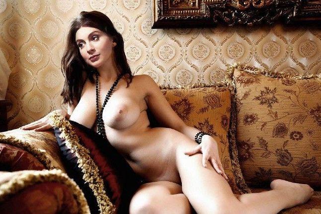 Екатерина Стриженова обнаженная на диване