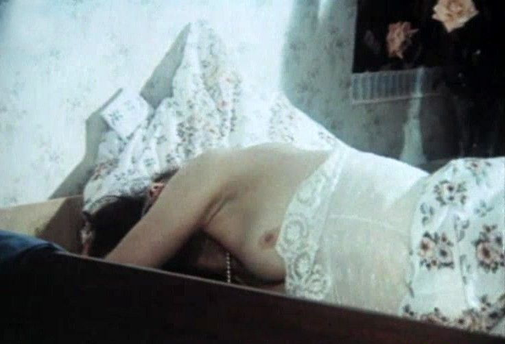 Кадр с Екатериной Стриженовой без лифчика из фильма