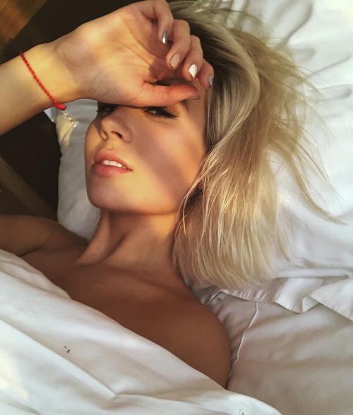 Клава Кока в постели
