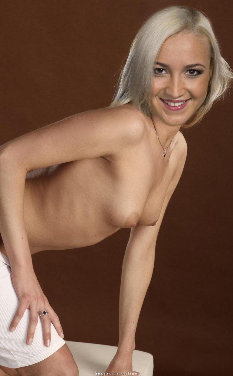 Ольга Бузова с голой грудью